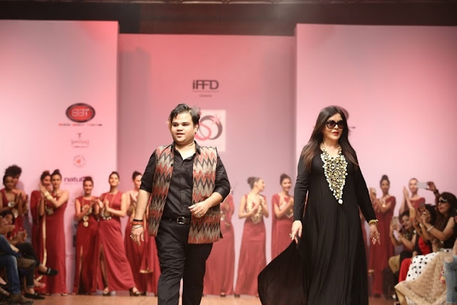Bollywood Actress Zeenat Aman walked ramp for Jewellery Designer Akassh K Aggarwal at India Runway Week
