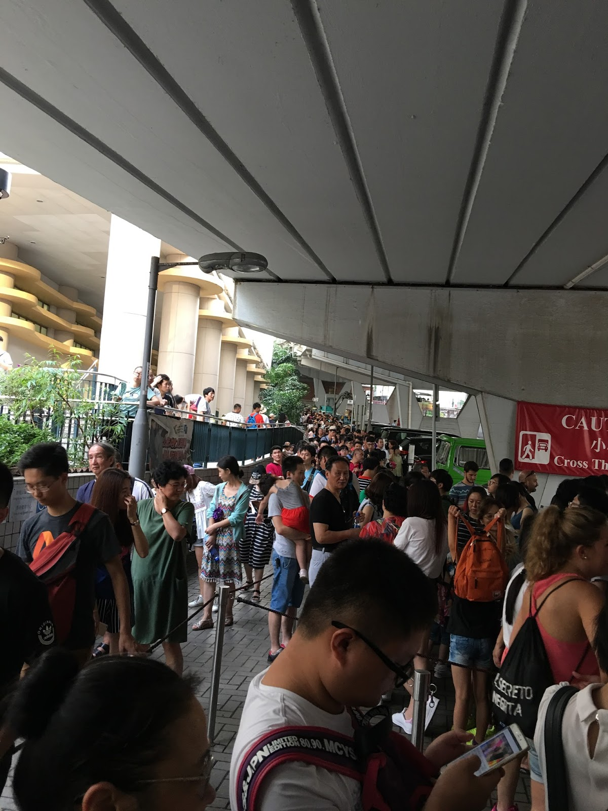 Queue for Victoria Peak Tram - Aspiring Londoner