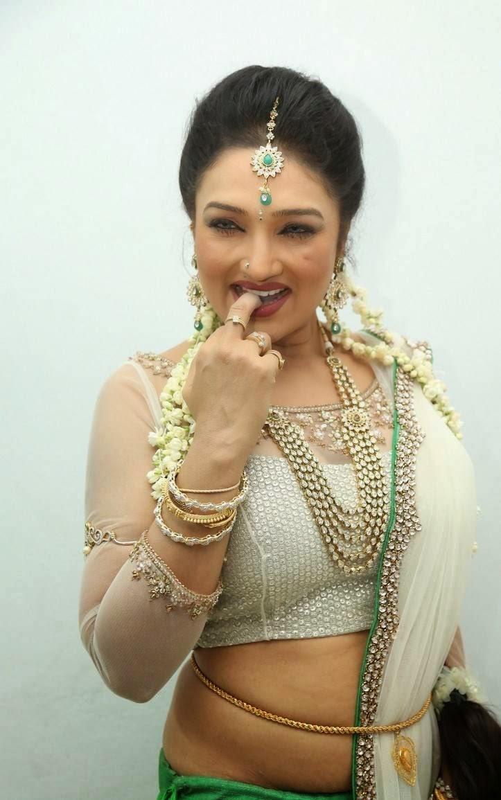 Deepika Padukone Cute Hd Wallpapers 1080p Actress Ramya Sri Stills From O Malli Telugu Movie Audio
