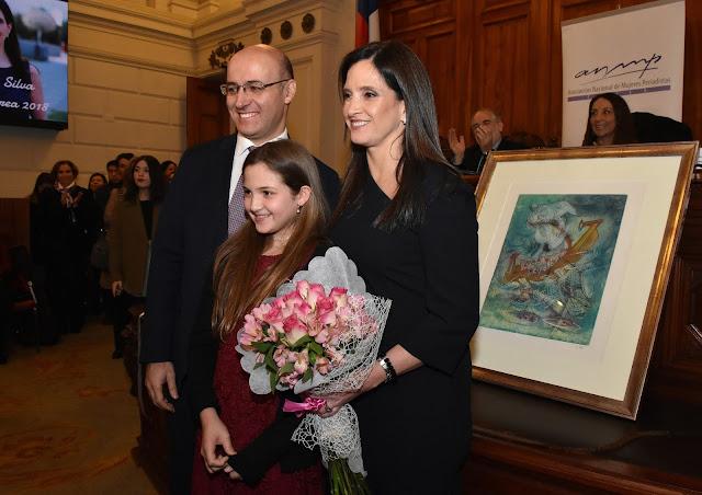 Colegio participó en ceremonia donde galardonaron a Matilde Burgos
