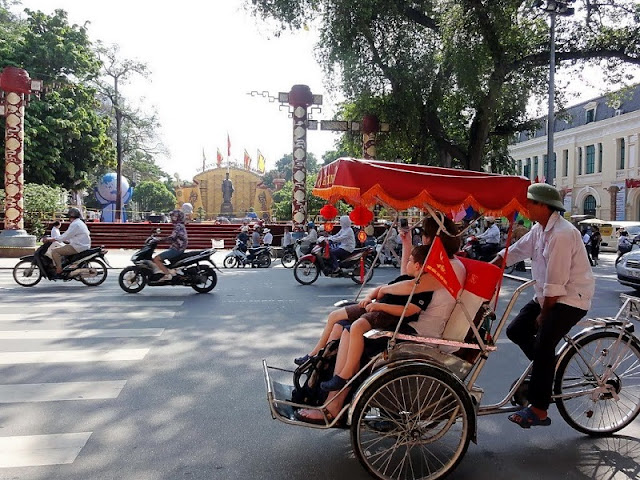Discover Hanoi Old Quarter with Cyclo 3