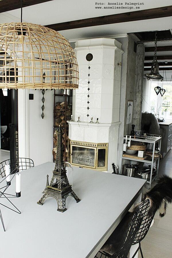 eiffeltorn, eiffeltornet, eiffel tower, i inredningen, inredning, inrednignsbutik, webbutik, webbutiker, webshop, interior, annelies design, kök, köket, vedförvaring, kakelugn, kors, ljusstake, madam stoltz, anneliesdesign, matsal, matgrupp, svart och vitt,