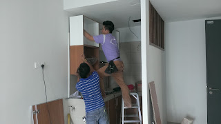 Warih Homestay : Pemasangan Kitchen Cabinet Yang Agak Rumit