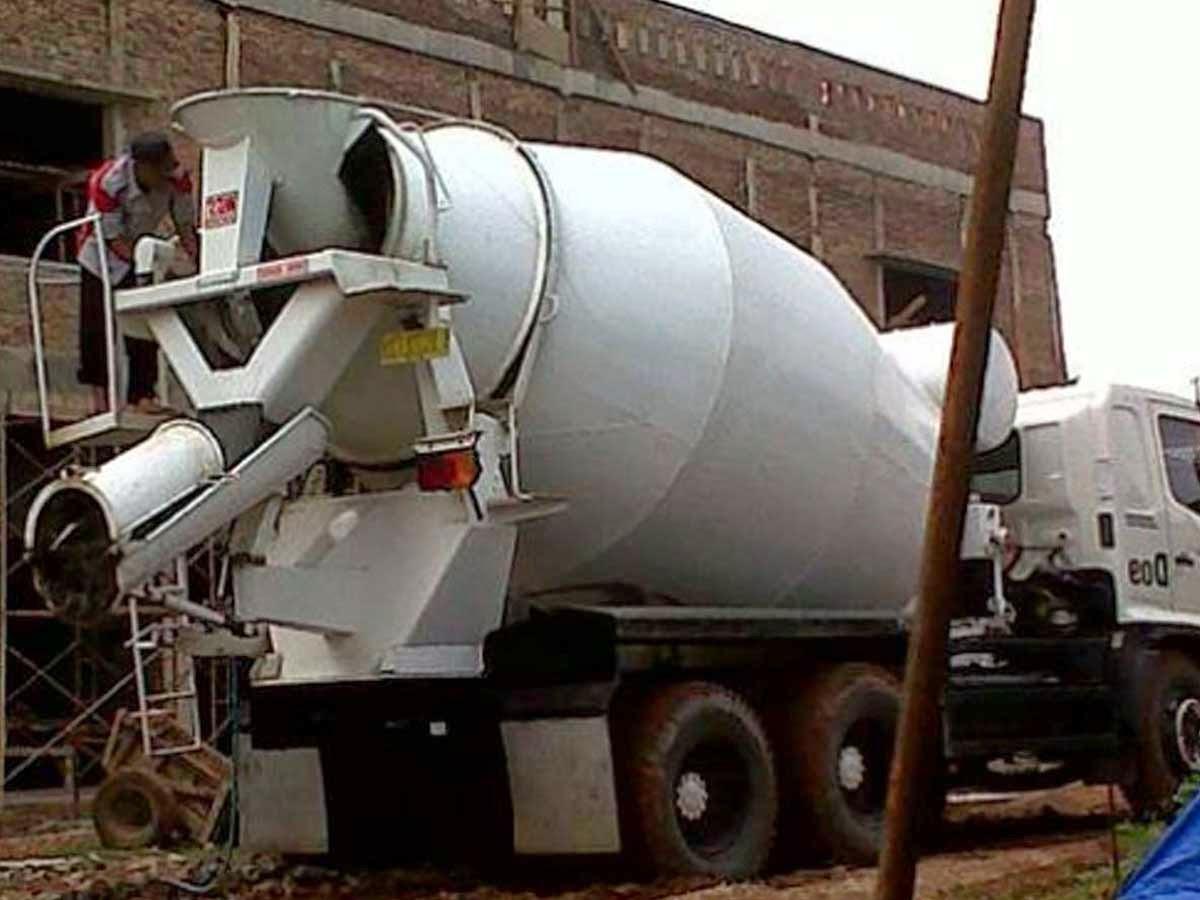 Beton Readymix Dikirim Menggunakan Mixer Truck