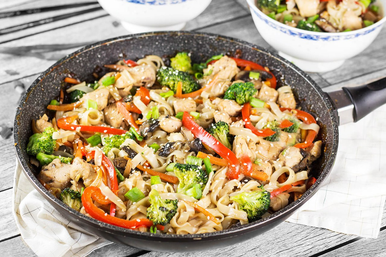 Рисовая лапша с курицей и овощами – рецепт блюда китайской кухни
