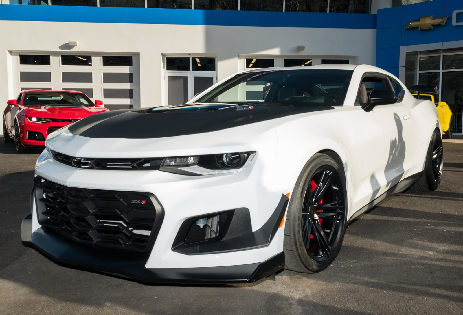 new 2018 chevrolet camaro zl1 1le puts on its tracksuit carscoops. Black Bedroom Furniture Sets. Home Design Ideas