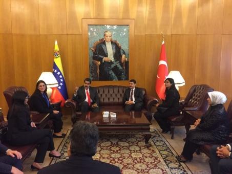 Nicolás Maduro llega a Turquía para defender consenso petrolero