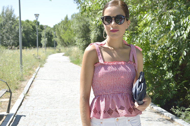summer_look_top_vichy_red_white_pants_trends_gallery
