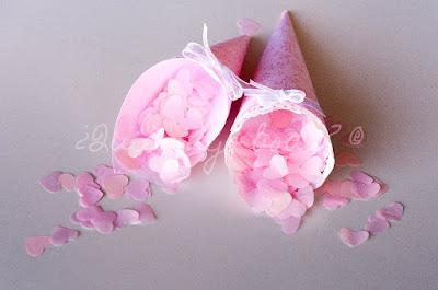 Conos y confetti en rosa
