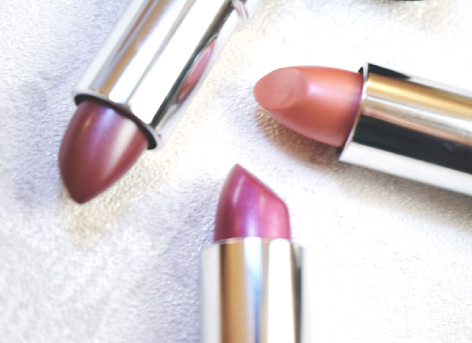 lebellelavie - Rimmel pink and nude lipsticks perfect for Summer!