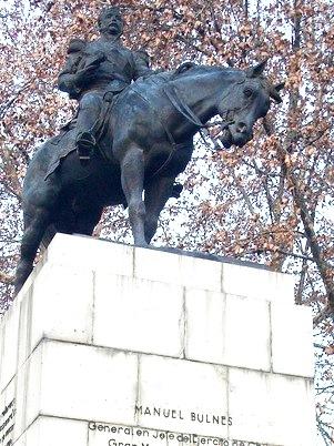 Foto al monumento de Manuel Bulnes montado en caballo