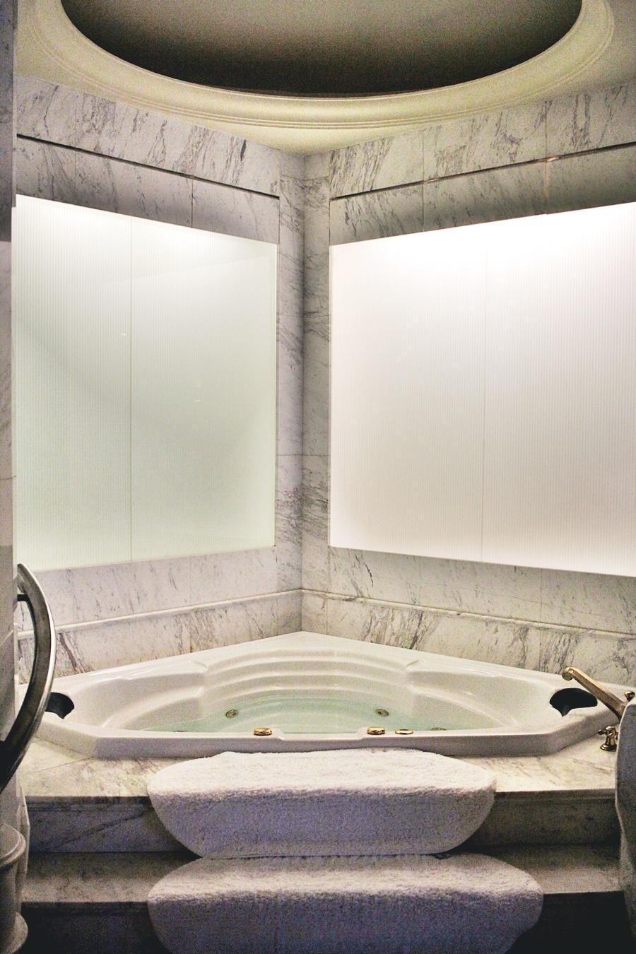 whirlpool luxury spa