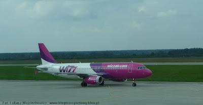 Należący do Wizz Air Airbus A320-232 o rejestracji HA-LPJ na lotnisku w Pyrzowicach