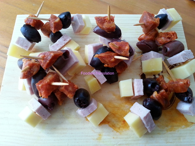 Torrette di salumi, formaggio e olive - Charcuterie, cheese and olive stacks