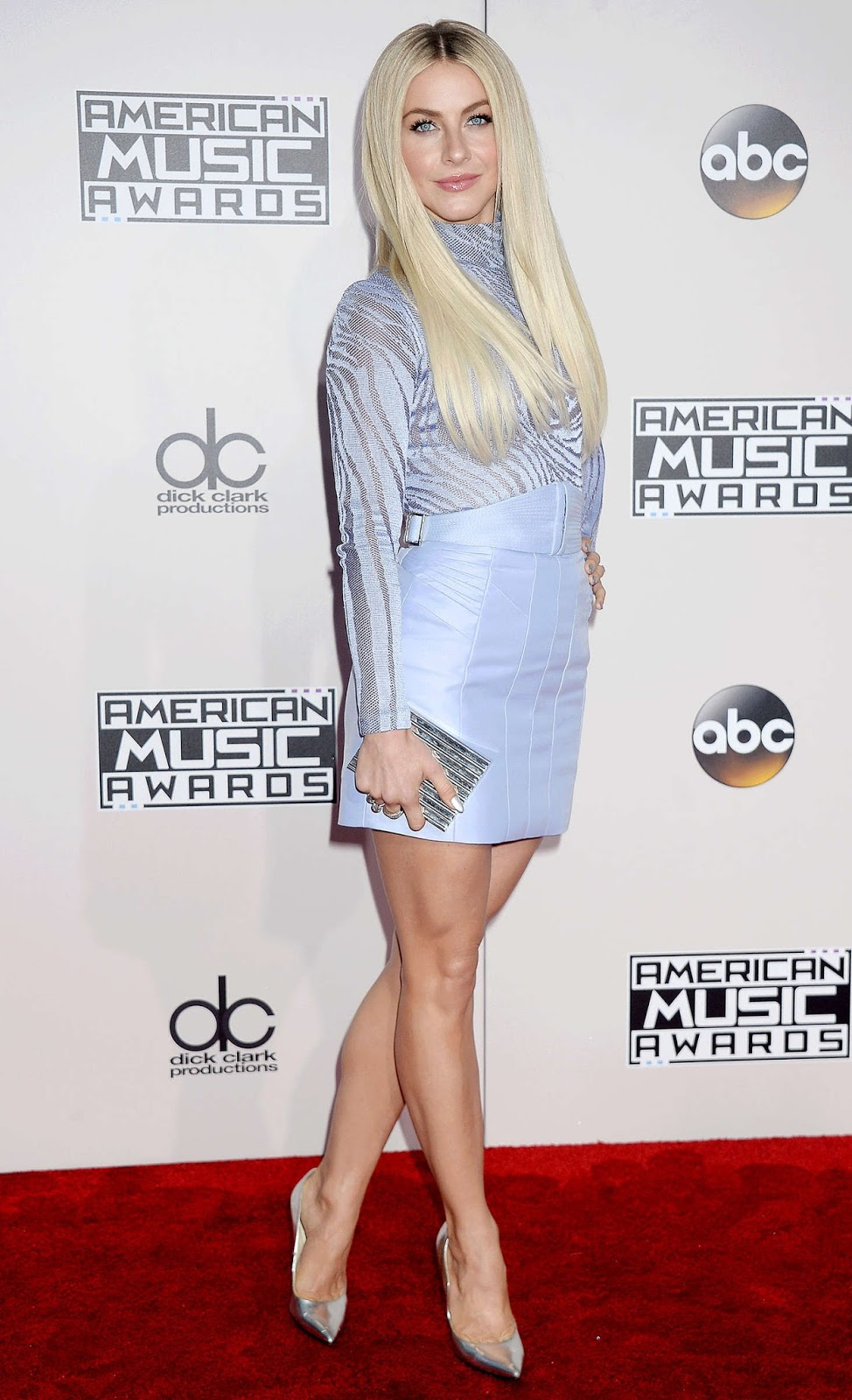 Julianne Hough shimmers at the 2016 American Music Awards