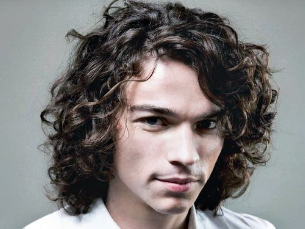 Swell 9 Great Hairstyles For Curly Amp Wavy Haired Men Hairstylo Short Hairstyles Gunalazisus