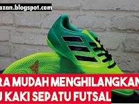 Cara Paling Ampuh Menghilangkan Bau Kaki pada Sepatu Futsal