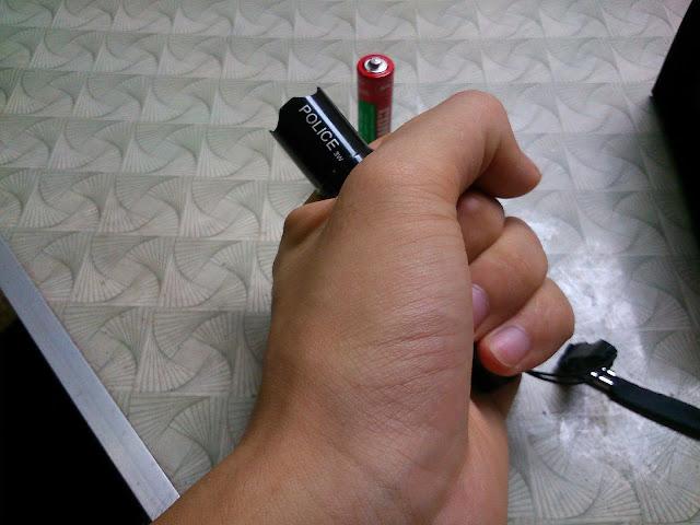 Mở hộp, đánh giá đèn pin siêu sáng 3W giá rẻ mua ở Lazada.