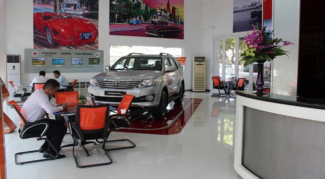 Không gian trưng bày xe sang trọng tại Toyota An Thành