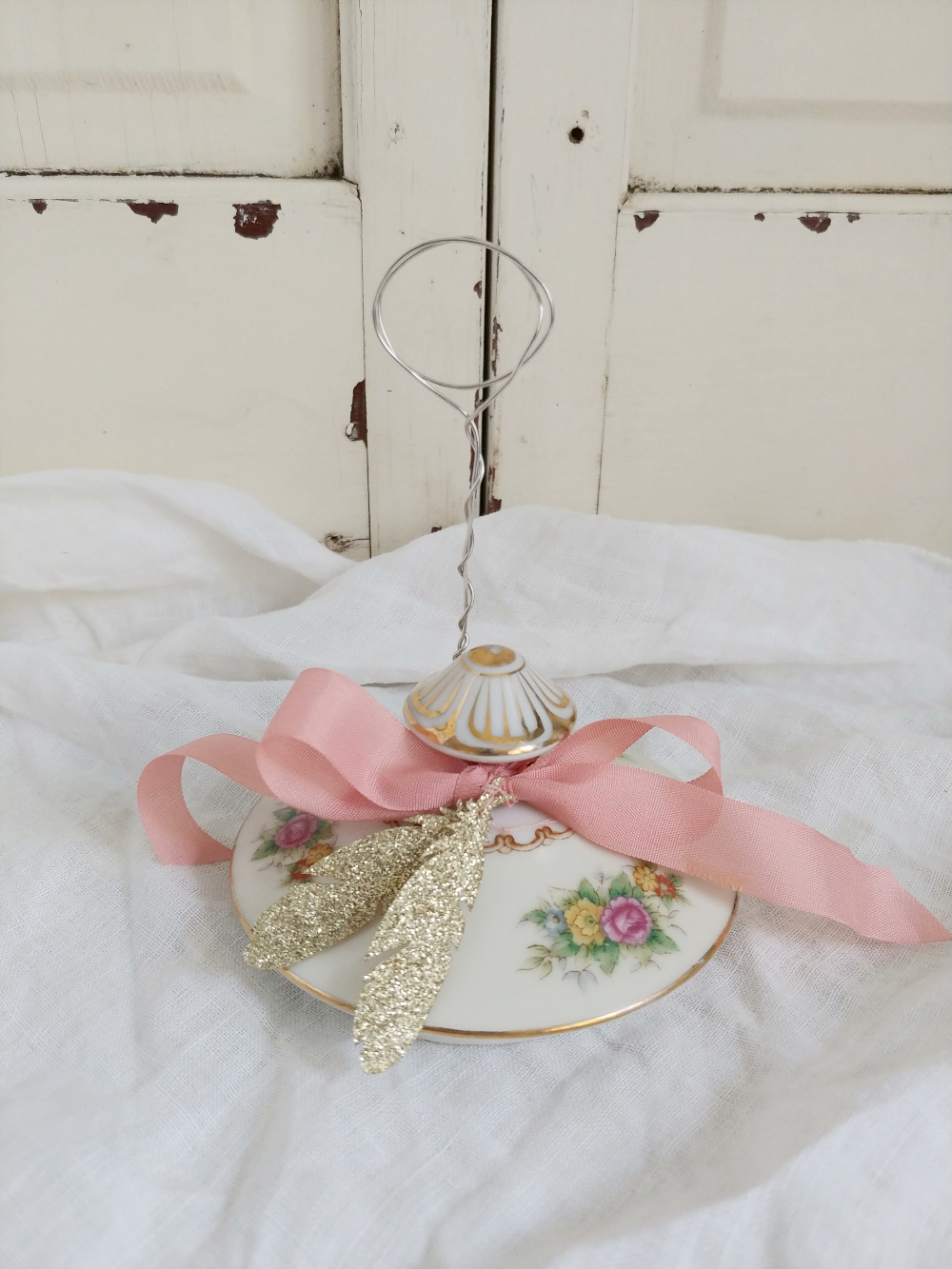 pink floral lid picture stand