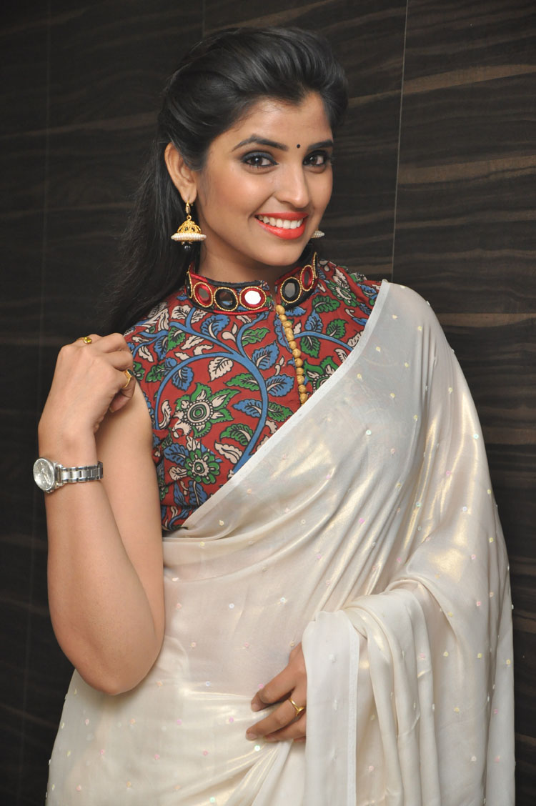 telugu tv anchor shyamala latest hd saree photos by indian girls whatsapp numbers