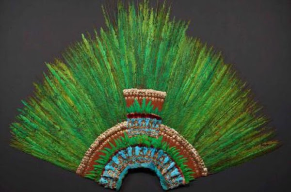 Penacho de Moctezuma regresa a exhibición luego de 3 años pero no volverá a Mexico.