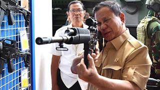 Menteri Pertahanan Jajal Produk Pindad
