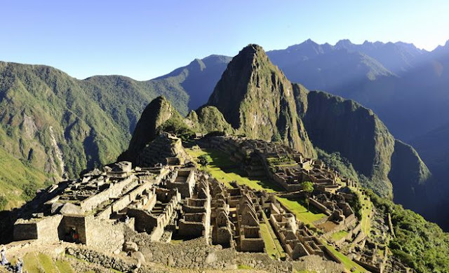 A French and a British arrested for taking naked selfies in Machu Picchu