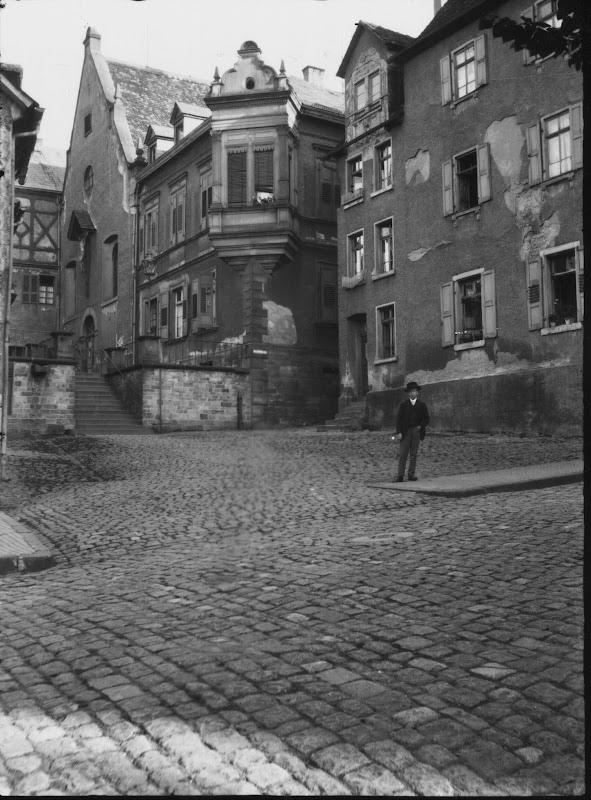 Marktplatz, Ecke Klostergasse um 1900 Quelle: Stadtarchiv Bensheim Bereich Marktplatz lfd. No. 0001.jpg