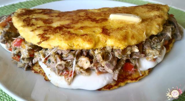 Cachapas con carne mechada y queso