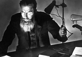 Biografi Wilhelm Conrad Rontgen - Penemu Sinar X Wilhelm Conrad Röntgen adalah fisikawan Jerman yang merupakan penerima pertama Penghargaan Nobel dalam Fisika, pada tahun 1901, untuk penemuannya pada sinar-X, yang menandai dimulainya zaman fisika modern dan merevolusi kedokteran diagnostik. Röntgen lahir 27 Maret 1845 dan meninggal 10 Februari 1923.   Rontgen belajar di ETH Zurich dan kemudian guru besar fisika di Universitas Strasbourg (1876-79), Giessen (1879-88), Wurzburg (1888-1900), dan Munich (1900-20). Penelitiannya juga termasuk karya pada elastisitas, gerak pipa rambut pada fluida, panas gas tertentu, konduksi panas pada kristal, penyerapan panas oleh gas, dan piezoelektrisitas.  Pada tahun 1895 setelah Rontgen menemukan sinar – X, ilmuwan Perancis bernama H. Poincare pada bulan Januari 1896, menemukan sinar – X dari gelas yang memancarkan fluoresensi . Ada sinar yang dipancarkan dari material yang memancarkan sinar fluoresensi ke sekitarnya dan menimbulkan dugaan bahwa sinar – X juga akan muncul secara bersamaan.  Pada bulan Maret 1896 Henri Becquerel melakukan persenyawaan kimia dari unsur Uranium (kristal asam sulfur kalium uranil) dan menghasilkan pancaran cahaya ke sekitarnya. Senyawa ini kemudian ditempatkan di atas dry plate foto yang dibungkus dengan kertas hitam tipis. Ternyata cahaya ini mengakibatkan kepekaan pada