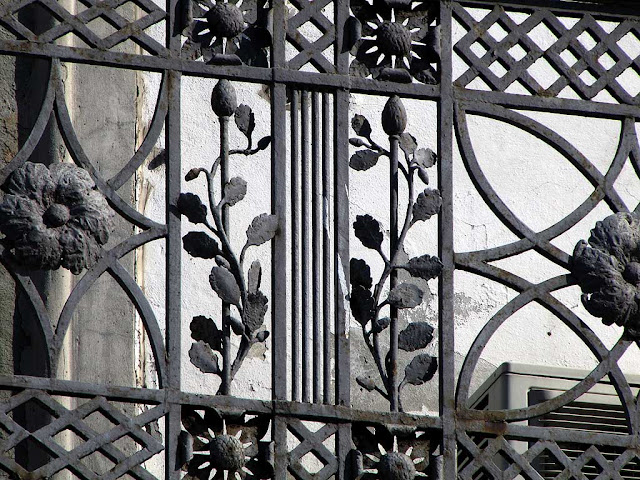 Iron flowers, balcony railing, Livorno