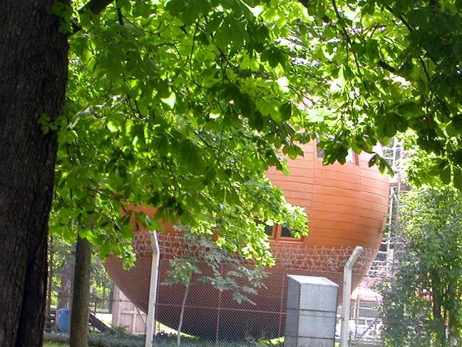 Σήμερα ζει «εξόριστος» στην Αυστρία και το κράτος του είναι φυλακισμένο  πίσω από συρματοπλέγματα στο πάρκο Prater της Βιέννης. 9585986b614