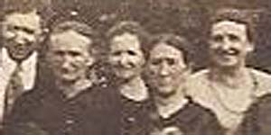 Leanna Knight and Clementine Morris about 1921 https://jollettetc.blogspot.com