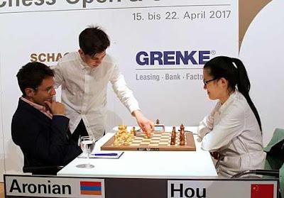 Ronde 6 du Grenke Chess Classic : Levon Aronian (2774) 1-0 Hou Yifan (2649) - Photo © Georgios Souleidis
