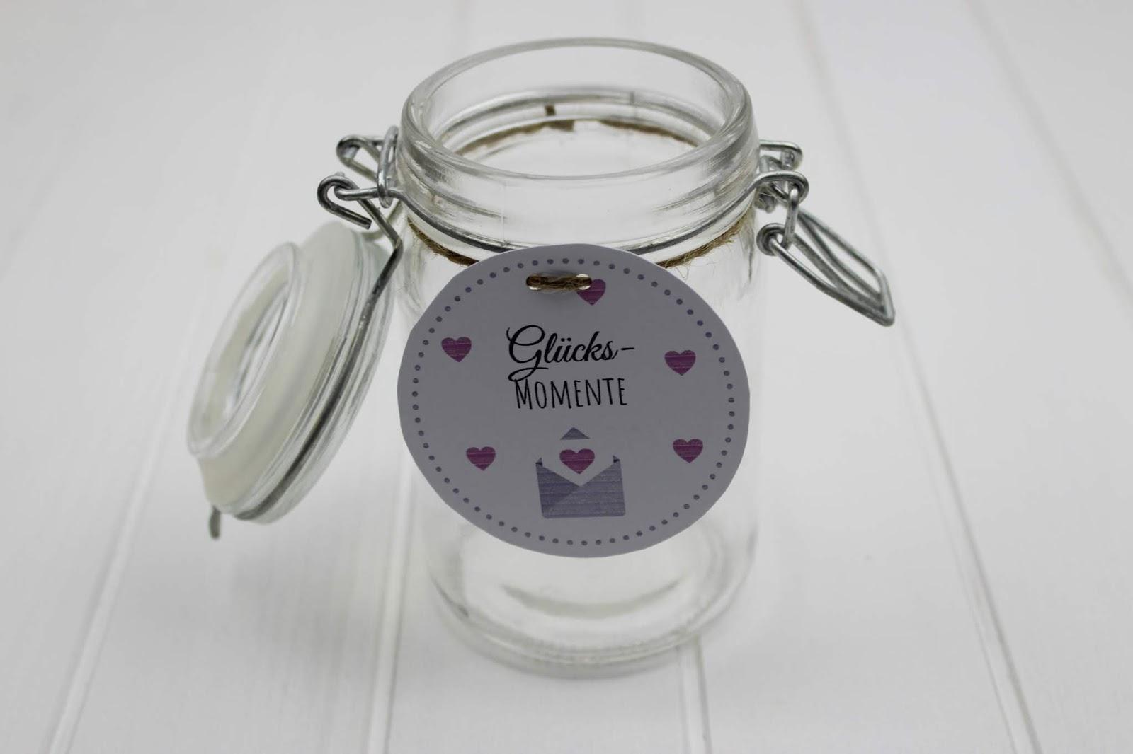 DIY: Geschenk im Glas Glücksmomente selber machen - die perfekte romantische Geschenkidee zum Valentinstag + kostenlose Vorlage