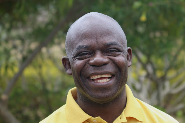 hombre africano de raza negra