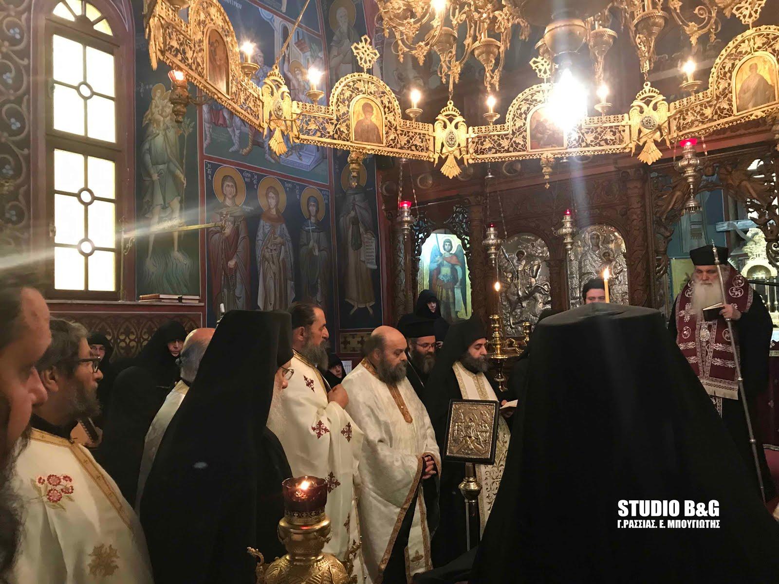 Συγκίνηση στην εξόδιο ακολουθία της καθηγουμένης της Μονής Καρακαλά Ακακίας