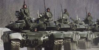 Μαζική συγκέντρωση ρωσικών στρατευμάτων και υλικού στα σύνορα με την Ουκρανία