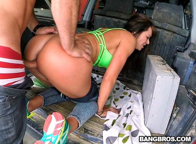 Смотреть онлайн ролики порно на автостоянках #2