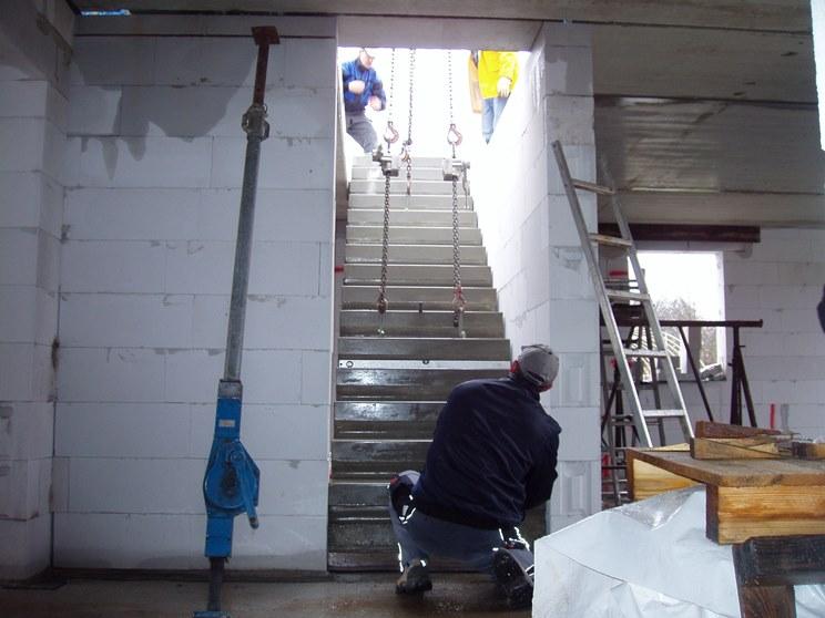 nordahage wir renovieren den flur im og vorher nachher teil 2 betontreppe mit laminat. Black Bedroom Furniture Sets. Home Design Ideas