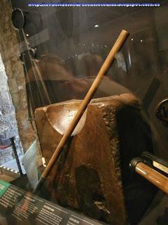 Colección de armaduras en el interior de la Torre Blanca.