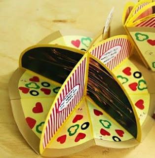 http://craftingeek.me/2015/02/tarjeta-album-te-amo-mas-que-la-pizza/