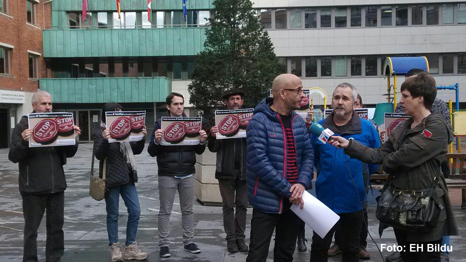 Acto de EH Bildu contra los desahucios