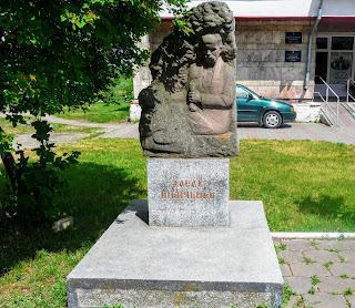 Жолква. Памятник Т. Г. Шевченко