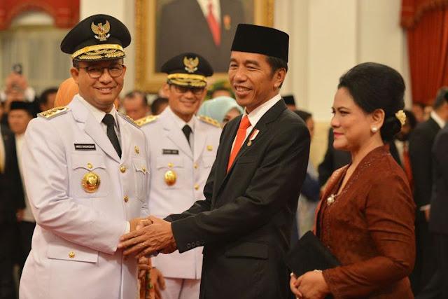 Jokowi Resmi Lantik Anies-Sandi Sebagai Gubernur dan Wakil Gubernur DKI Jakarta