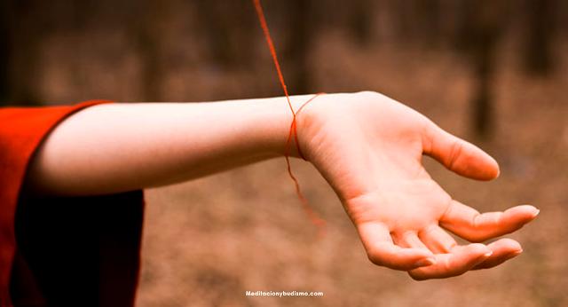 El amuleto más más poderoso - Hilo rojo en la muñeca