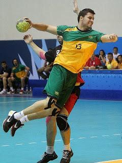 Ales Silva, uno de los siete brasileños que juega esta temporada en ASOBAL | Mundo Handball