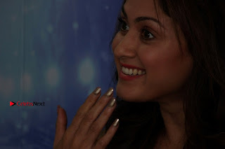 Bollywood Actress Manjari Phadnis Stills in Ripped Jeans at Film Jeena Isi Ka Naam Hai Interview  0015.jpg