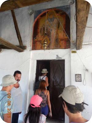 Costas si biserica din Castro